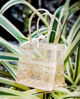 Плетеная сумочка из рафии и абаки